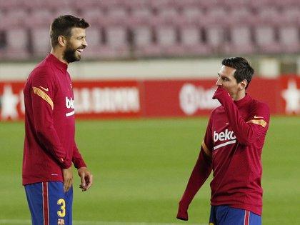 Gerard Piqué defendió a Lionel Messi (REUTERS/Albert Gea)