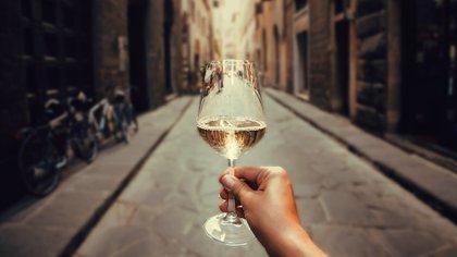 Los pioneros fueron combinaciones clásicas y no tan jugadas como Chardonnay con Semillón (Shutterstock.com)