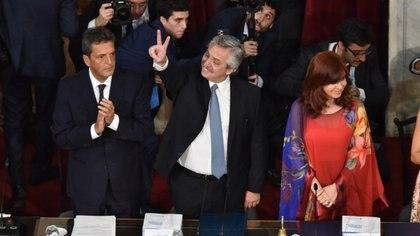 Alberto Fernández, flanqueado por Cristina Fernández de Kirchner y Sergio Massa, en la apertura de sesiones ordinarias. (Franco Fafasuli)