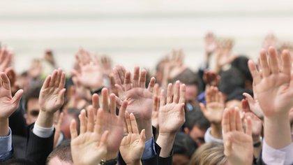 La meritocracia se propuso como un modo de jerarquizar a las personas según sus valores individuales: la clase social, el género, la etnia o sus relaciones personales no influyen en sus posibilidades de desarrollo. (Shutterstock)