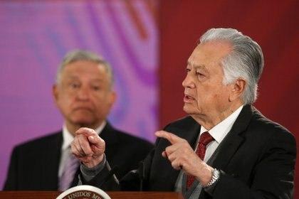 En la CFE también se dio a conocer un aumento considerable de privilegios a los 45,000 trabajadores sindicalizados a través del Sindicato Único de Trabajadores Electricistas de la República Mexicana (Foto: REUTERS/Edgard Garrido)