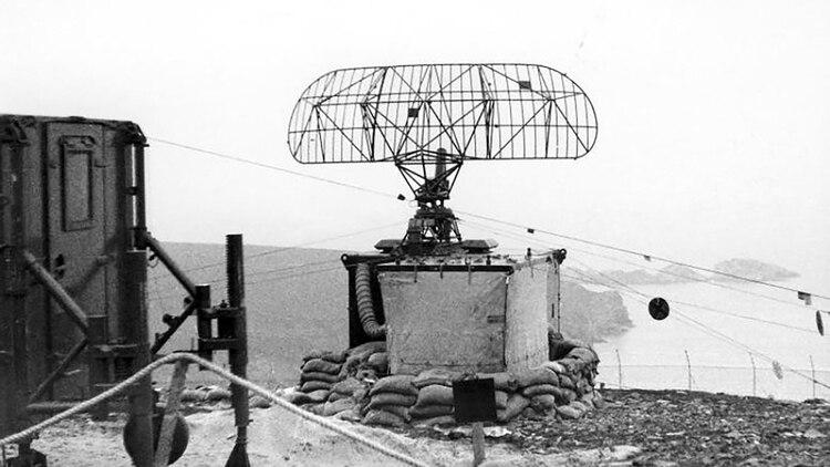 Un radar S259 operando en la base RAF Saxa Vord en los años 70 en las islas Shetland, al Norte de Escocia. Posiblemente este mismo radar haya sido el vendido a Chile en 1982