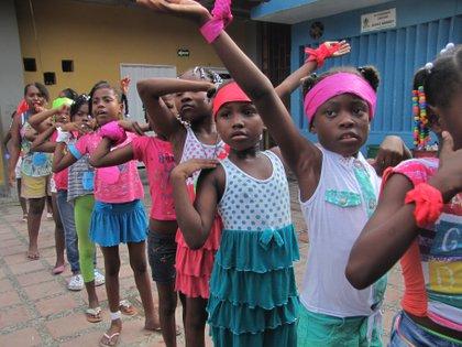En 2014, gracias al acompañamiento del Ministerio de Cultura de Colombia, la Fundación realizó formaciones en danza y Derechos Humanos en Quibdó. Foto: Fundación círculo de estudios culturales y políticos de Chocó.
