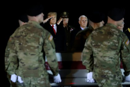 El presidente Donald Trump recibe los restos de un soldado estadounidense muerto en Afganistán (REUTERS/Jonathan Ernst/)