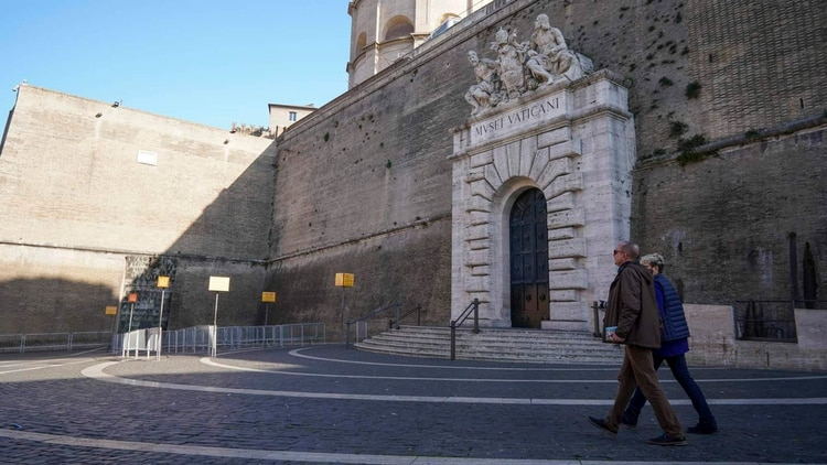Entrada al Museo Vaticano (AP)