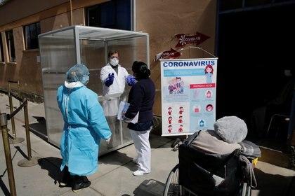 Sigue en aumento el número de contagios en Bolivia (REUTERS/David Mercado)