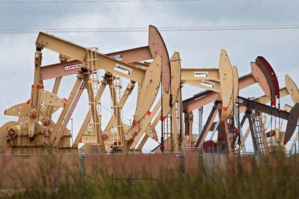 El precio del petróleo intermedio de Texas (WTI) abrió este viernes con un descenso del 0,72 %, hasta 38,44 dólares el barril. EFE/Larry W. Smith/Archivo