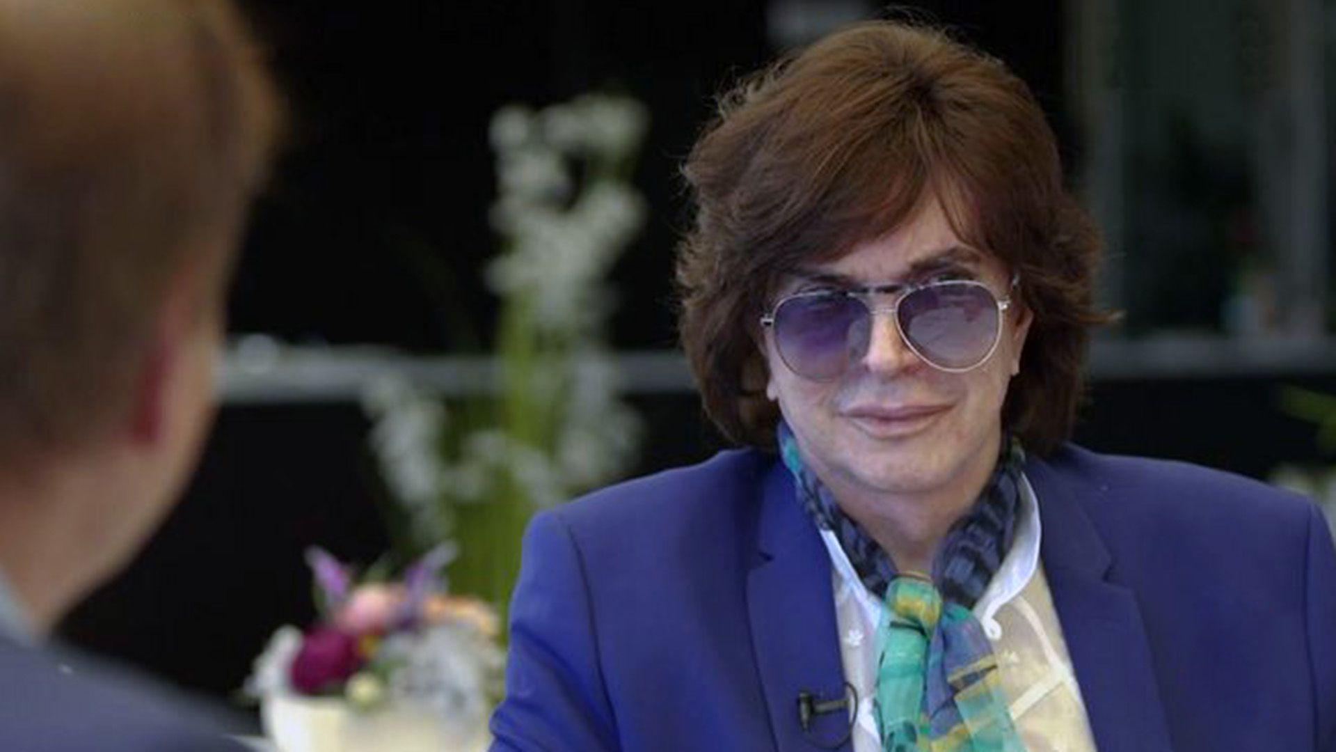 El cantante español falleció en la madrugada del domingo 8 de septiembre en Madrid (Twitter: @canalsur)