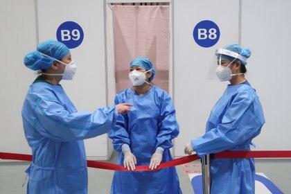 La vacuna CoronaVac y ambas vacunas Sinopharm son el pilar de la campaña de inmunización de China, que tiene como objetivo vacunar al 70% de su población de 1.400 millones para fines de 2021 (REUTERS)