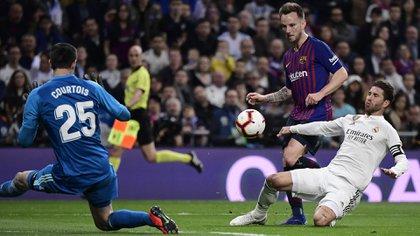 Ivan Rakitic fue el autor del gol del Barcelona ante el Real Madrid. (AFP)