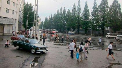 Dos 144 funcionando como taxi en la capital norcoreana.