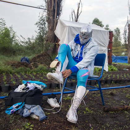 Mexican wrestler Gran Felipe Jr, gets ready to perform, during the Chinampalucha event organized by Mexican wrestlers in the chinampas of Xochimilco in Mexico City, on August 1, 2020, as rings remain closed due to the COVID-19 coronavirus pandemic. (Photo by CLAUDIO CRUZ / AFP)