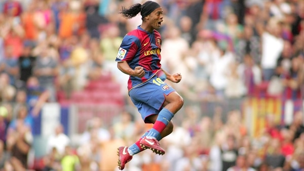 Ronaldinho dejó su huella en el Barcelona FC, entre otros grandes clubes del mundo (Shutterstock)