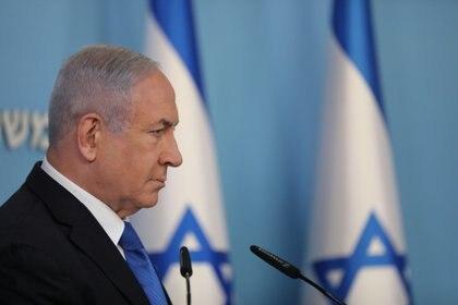 El primer ministro israelí expresó en conferencia de prensa su satisfacción por el acuerdo alcanzado con Emiratos Árabes Unidos y mediante la mediación de Estados Unidos (Abir Sultan /Pool via REUTERS)