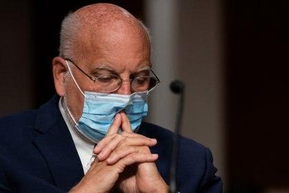Recientemente, el director de los Centros para el Control y la Prevención de Enfermedades de los Estados Unidos y quien ha sido reprendido por Trump por sus evaluaciones menos optimistas sobre la pandemia del coronavirus, expresó su preocupación respecto a la evolución del brote (REUTERS)