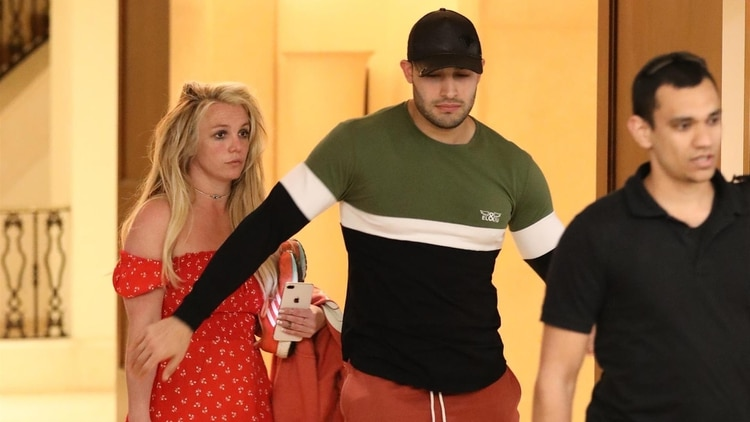 (The Grosby Group) Las fotos deBritney Spears, junto a su novio Sam Asghari, que generaron preocupación.22de abril de2019