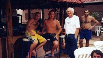 Napolitano, con Carlos Bianchi, en uno de los habituales viajes para seguir las peripecias del plantel de Boca
