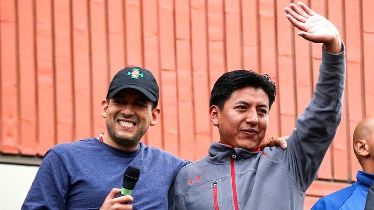 Los candidatos a la presidencia y vicepresidencia Luis Fernando Camacho y Marco Pumari (Reuters)