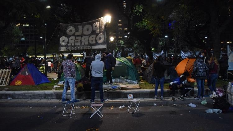 Los movimientos sociales más duros acamparon anoche frente al Ministerio de Desarrollo Social