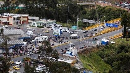 Un paso fronterizo entre Ecuador y Colombia (REUTERS/Daniel Tapia)