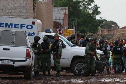 A la escena del crimen llegaron elementos de la policía estatal y la Guardia Nacional (GN), así como el Ejército Mexicano y elementos de la Fiscalía General del Estado para establecer un perímetro e iniciar una carpeta de investigación (Foto: Cuartoscuro)