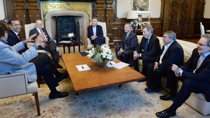 Mauricio Macri con Paolo Rocca y otros funcionarios, en Casa Rosada, en marzo de 2017