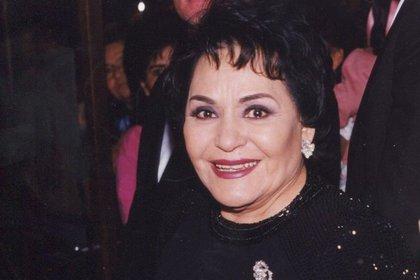 """""""Carmelita"""" únicamente se ofreció a enviarle su petición al presidente a través de una carta por correo postal, hecho que no le cayó en gracia al """"Narco de narcos"""" (Foto: Instagram @carmensalinaslo)"""