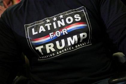 Un simpatizante con una camiseta de