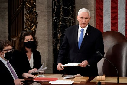 Mike Pence, al comenzar la sesión de certificación del resultado electoral en el Senado de Estados Unidos.