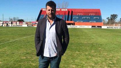 Rorro en su nueva función en Armenio, donde se lució como futbolista