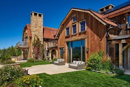 El precio promedio activo de una vivienda en la Montaña Multimillonaria a junio de 2018 fue de USD 15,8 millones (Michael Fuller Architects)