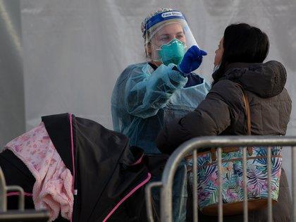 El estado de Nueva York sigue como el más golpeado del país por la pandemia con 37.502 muertos, seguido por Texas (27.305), California (24.507), Florida (21.309) y Nueva Jersey (18.789). EFE/CJ Gunther/Archivo