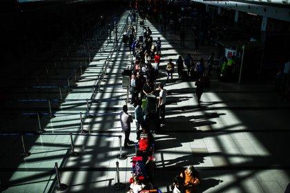 Aerolíneas Argentinas permite la reprogramación sin penalidades ni pago de diferencia de tarifa para vuelos comprados hasta el 31 de enero. (Foto: EFE/Juan Ignacio Roncoroni)