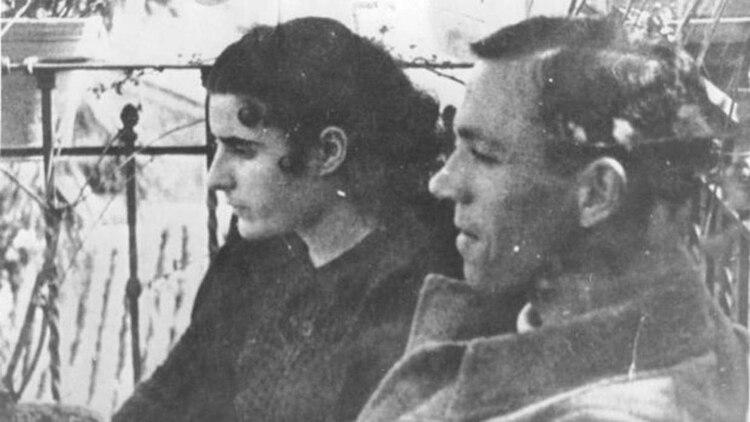 Junto a su mujer Josefina Manresa en 1937