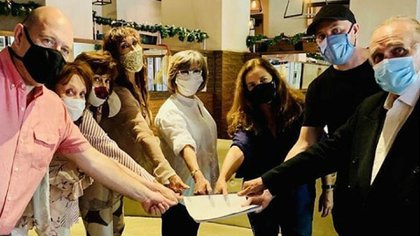 Brujas 2021: con María Leal y Sandra Mihanovich, el elenco sella su compromiso para una nueva versión del clásico teatral (Foto: Instagram)