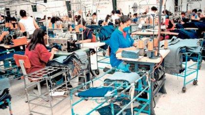 Las empresas deberán implementar severas medidas para retomar o continuar sus operaciones (Foto: Archivo)