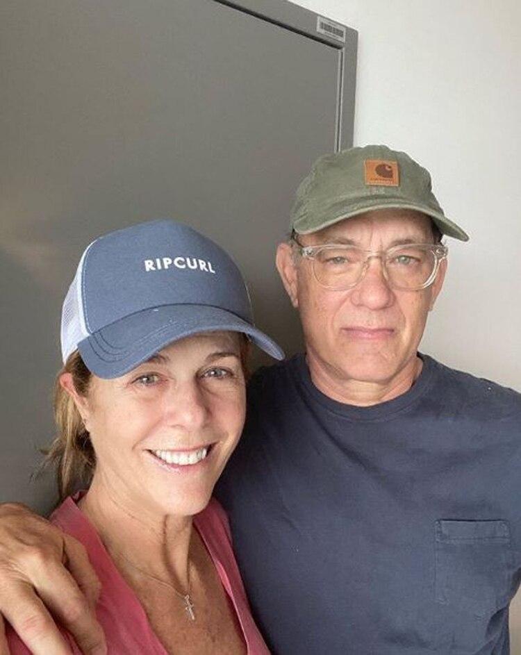 Tom Hanks y Rita Wilson compartieron este foto de ellos internados para llevar tranquilidad a sus fans