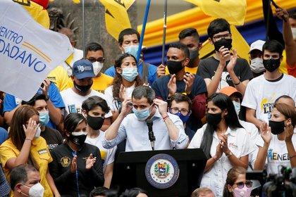 El líder de la oposición venezolana, Juan Guaidó, en un mitin para conmemorar el Día de la Juventud en Caracas, Venezuela, el 12 de febrero de 2021. REUTERS / Manaure Quintero