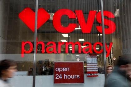 Logo de la cadena de farmacias CVS. Foto: REUTERS/Shannon Stapleton