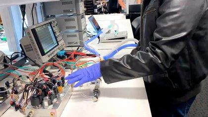 La empresa Tesla es una de las que fabrica respiradores artificiales