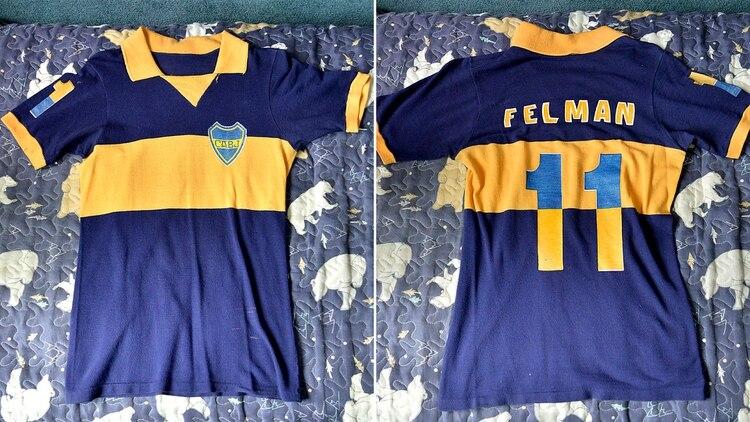 La camiseta que Boca utilizó para la ida de la final de la Copa Intercontinental 77 versión hincha: número en la espalda y llamativamente también en la manga (Gustavo Gavotti)