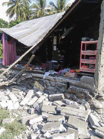 Tras el sismo se provocó un tsunami que llegó a dos ciudades (AFP)
