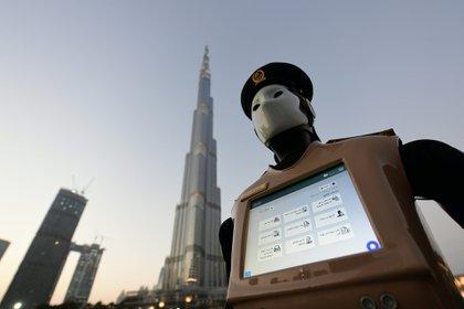En Dubai ya hay robots que brindan información (AFP)