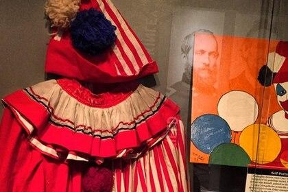 """Disfraz que utilizaba para sus espectáculos como """"El Payaso Pogo"""" (Foto: Wikimedia)"""