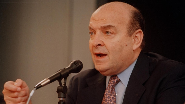 Domingo Cavallo fue ministro de Economía entre 1991 y 1996, y luego en 2001. (NA)