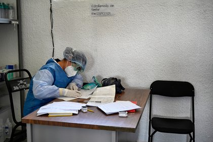 El especialista advirtió que la resistencia antimicrobiana ha crecido exponencialmente los últimos años y la pandemia por coronavirus ha agudizado esta problemática. (Foto: ALFREDO ESTRELLA / AFP)