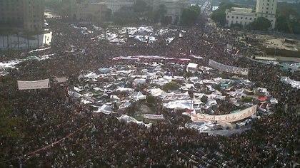 El 11 de febrero de 2011, tras dos semanas de protestas en las calles de las principales metrópolis y un prolongado acampe en la plaza Tahrir, el presidente Mubarak abandonó el poder luego de tres décadas de dominio absoluto. Foto: Archivo DEF.