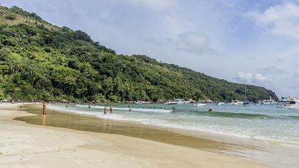 Las playas de Camiranga, de Fora, y el Río Pereque, completan la orilla hasta la entrada de la bahía (Getty Images)