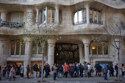 Casi todos los días, se forman largas filas afuera de La Pedrera, que fue declarada Patrimonio de la Humanidad por la Unesco en 1984 (Samuel Aranda para The New York Times)