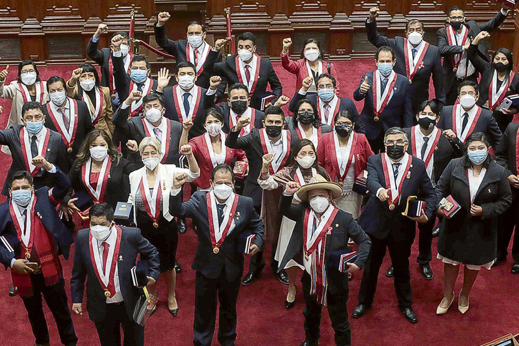 Congresistas invitados a Perú Libre podrían retirarse de la bancada oficialista